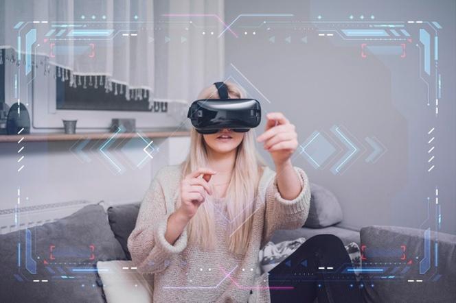 woman-using-virtual-reality-headset_23-2148598113